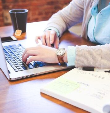Can you get a business degree online?
